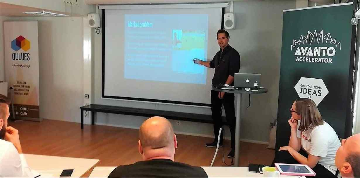 Teemu Kivioja from Tecinspire giving App2Day pitch in Startup Sauna Oulu Competition.