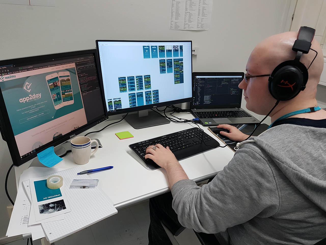 Matti designing App2Day User Interface. Autumn of growth for Tecinspire.