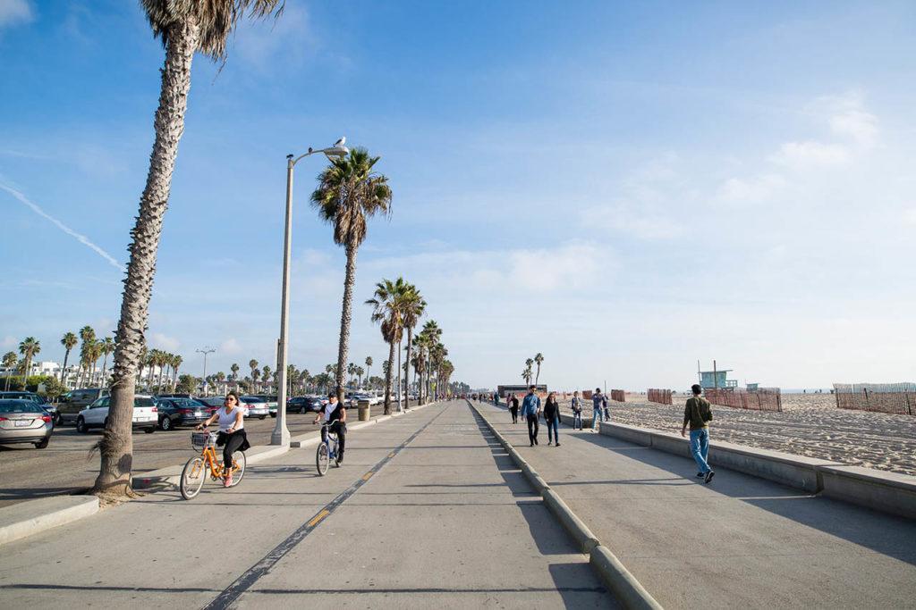 App2Day Social Calendar in America, Los Angeles, Venice Beach